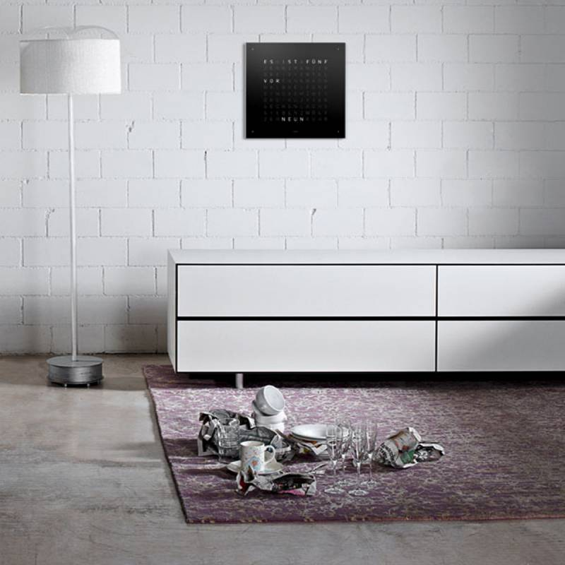 horloge qlocktwo classic fa ade noire biegert funk ocarat. Black Bedroom Furniture Sets. Home Design Ideas
