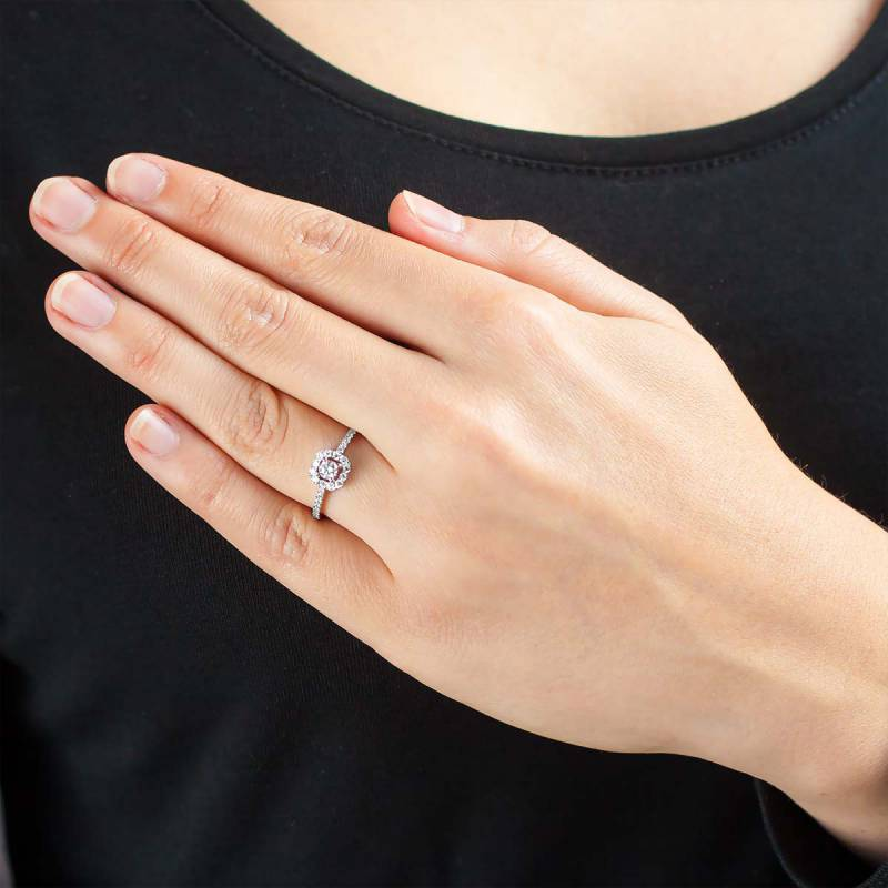 bague solitaire carr ajour or blanc 18 carats diamants 0 46 carat juweel ocarat. Black Bedroom Furniture Sets. Home Design Ideas