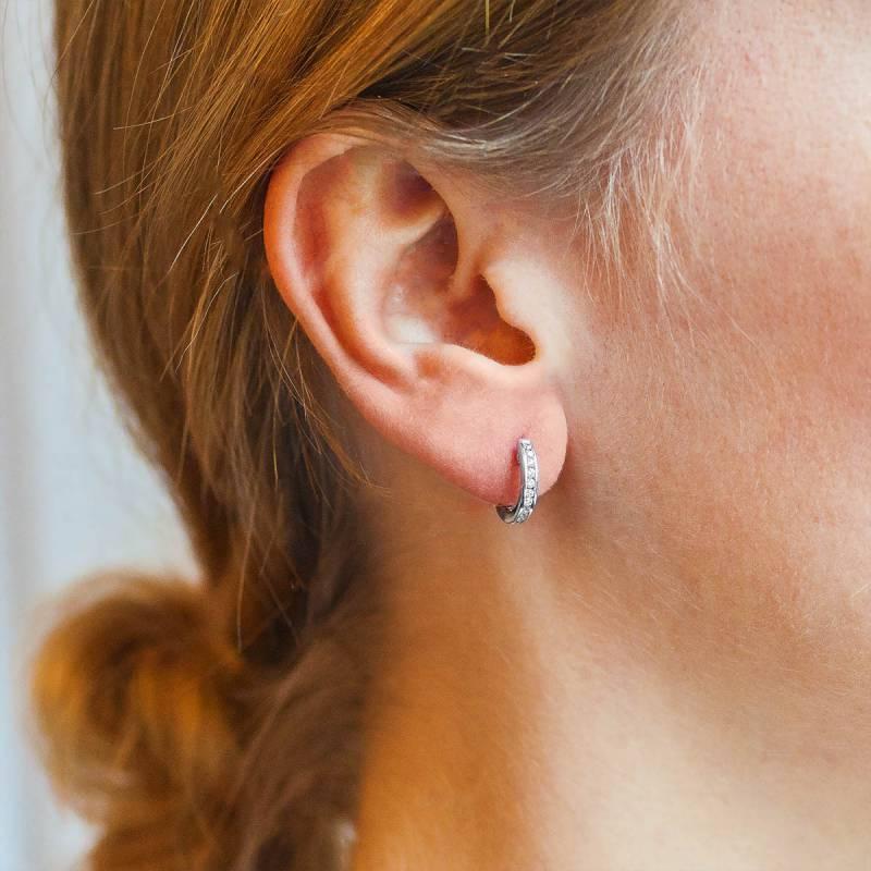 Petite boucle d'oreille ronde