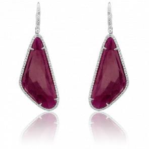 Boucles d'oreilles pendantes, rubis & diamants, or blanc 18 carats