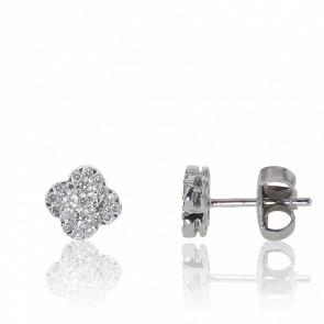 Puces d'oreilles or blanc 18 carats, fleur pavée de diamants
